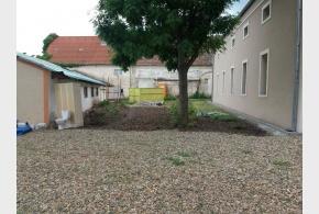 V areálu nově vznikajícího komunitního centra máme 7 budov