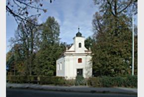 Památné stromy: Lípy u kaple v Satalicích (srdčitá a velkolistá)